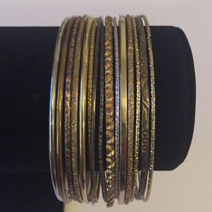 15 pcs Vintage Silver And Brass Tones Bangles